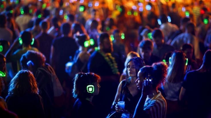 Počúvanie hlasnej hudby môže byť nebezpečné. Kde je hranica?