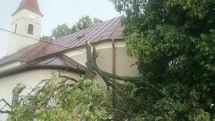 Viac než 20 prípadov. Hasiči na východe zasahovali kvôli búrke