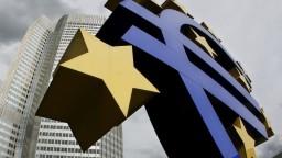 ECB zavádza opatrenia. Je to riskantné sociálne inžinierstvo, tvrdia ekonómovia