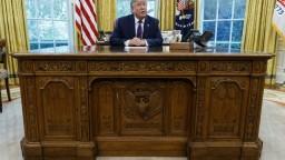 Zástancov ústnej žaloby na Donalda Trumpa je čoraz viac