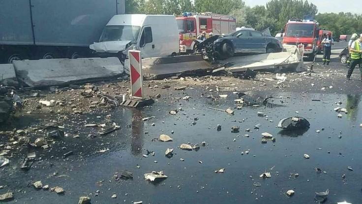 D1 paralyzovala hromadná nehoda, hlásia viacero zranených