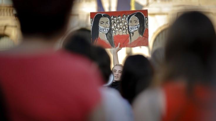 Rumunskom otriasa kauza vrážd, minister vnútra podal demisiu