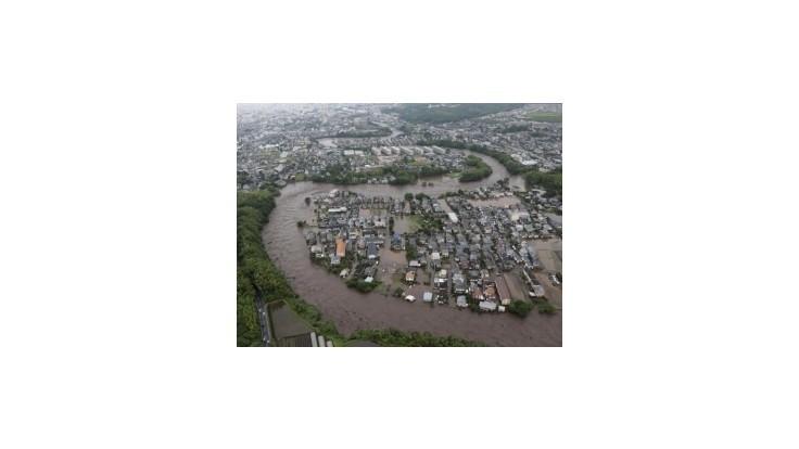 Záplavy na juhu Japonska si vyžiadali najmenej 19 obetí