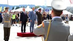 Na najväčšiu leteckú šou na Slovensku prišli Gajdoš i Pellegrini