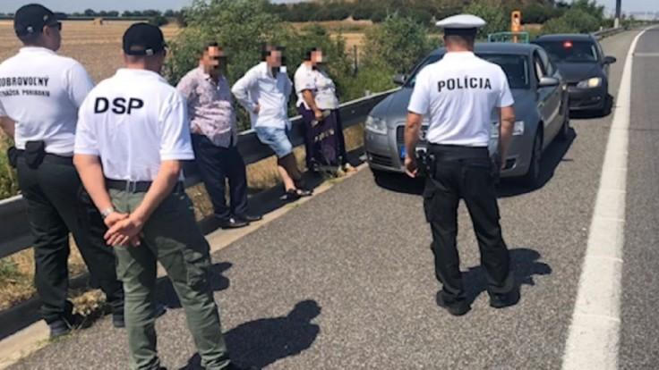 Polícia varuje pred podvodníkmi, používajú fintu s poruchou auta