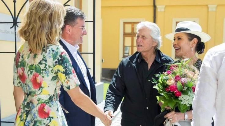 Lajčák privítal v Bratislave mierového veľvyslanca a herca Douglasa