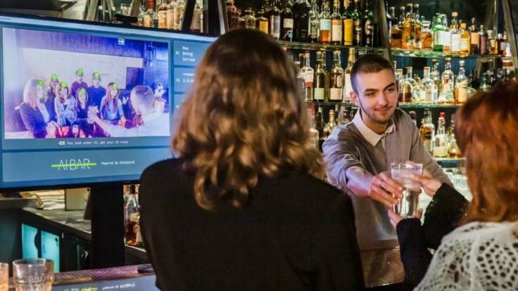 Systém rozpoznávania tvárí môže skrátiť čakanie na drink v bare