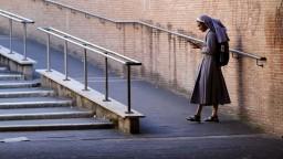 Tweetuj s Bohom. Slovenským veriacim pomôže nová aplikácia