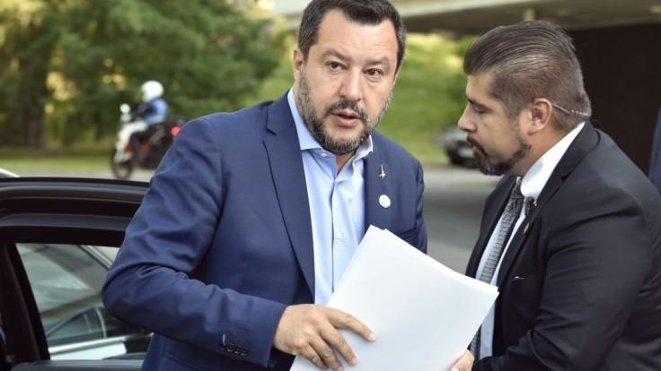 Salvini získal dôveru, vláda schválila prísnejší zákon o migrantoch