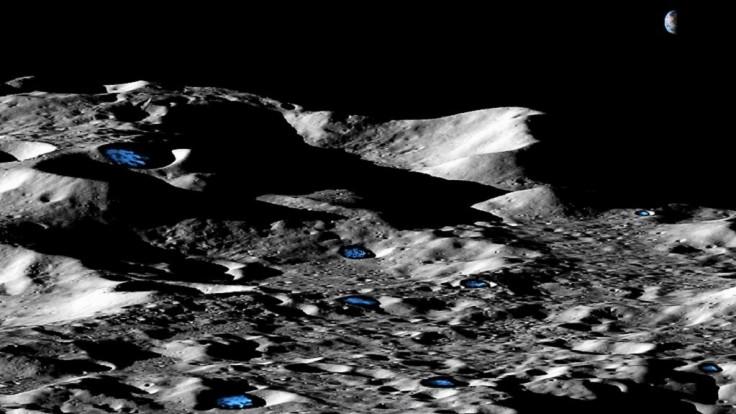Na temných póloch Mesiaca a Merkúra by mohlo byť viac ľadu