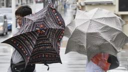 Japonsko zasiahol tajfún Francisco, úrady varujú pred záplavami