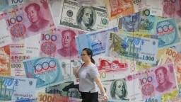 USA obviňuje Čínu z manipulácie meny, klesla na dlhoročné minimum
