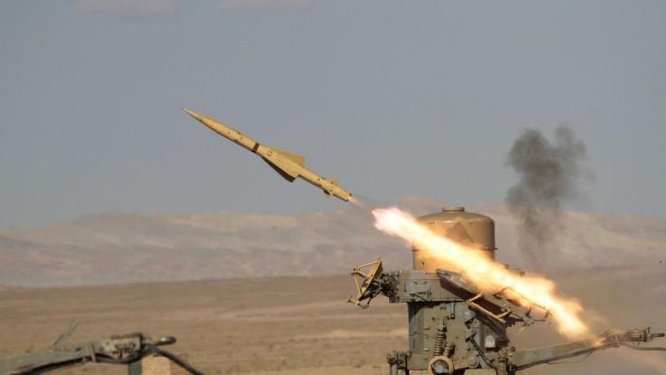 Irán predstavil nové strely, je vraj pripravený na americkú brutalitu