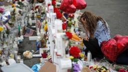 Trump navštívil rodiny obetí, namiesto privítania čelil kritike