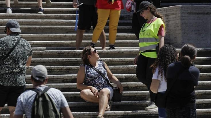 Na slávnych schodoch si už neposedíte, mesto hrozí pokutami