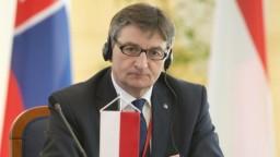 Šéf poľského Sejmu odstupuje pre škandál s vládnym lietadlom