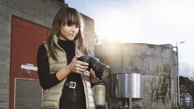 Vrecková 6K kamera so Super 35 snímačom a podporou EF objektívov