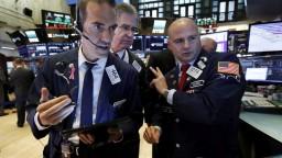 Podľa Trumpa je americká mena príliš silná a poškodzuje výrobcov USA