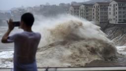 Ničivý tajfún Lekima zasiahol Čínu, hlásia obete i nezvestných