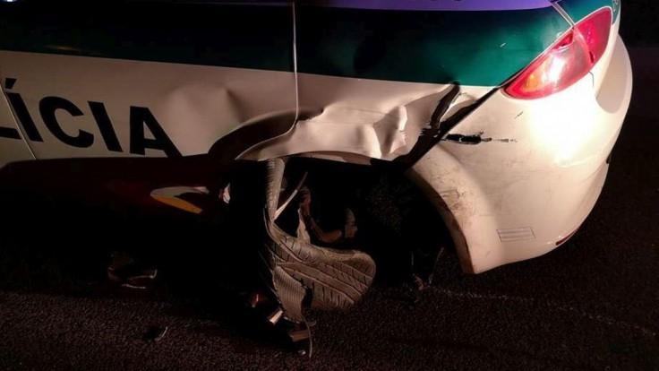 Alkohol za volantom sa nevyplatil, opilec narazil do policajtov