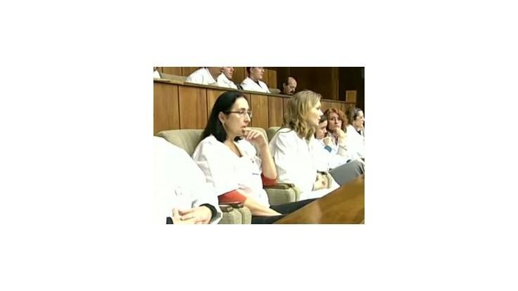 LOZ odmieta, že lekári pripravili sestry o lepšie mzdové ohodnotenie