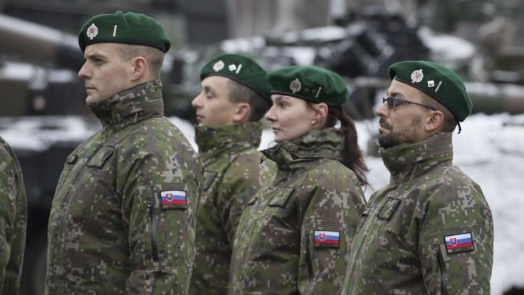 Vojakov chcú odmeňovať na základe výkonu funkcie, nielen hodnosti