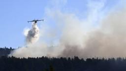 Gréci nezvládajú boj s rozsiahlymi požiarmi, o pomoc požiadali EÚ