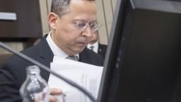 Šetrite, vyzval minister financií po zlých správach o ekonomike