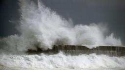 Japonsko zasiahla veľká tropická búrka, hrozia zosuvy a záplavy