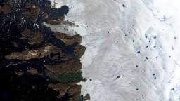 Nový objav vedcov šokoval, v Arktíde padajú so snehom i plasty