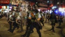 Trump si neželá násilie v Hongkongu, čaká ho telefonát so Siom