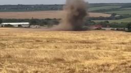 Traktorista narazil na mínu, podľa polície sa druhýkrát narodil