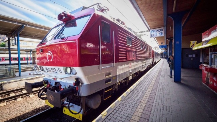 Odchádzate z Bratislavy? Vlaky pre poruchu meškajú stovky minút