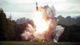 Severná Kórea testovala novú zbraň, prítomný bol aj Kim