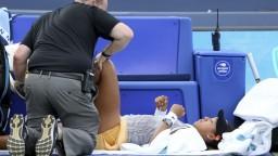 Ženskú svetovú jednotku potrápilo koleno. Skrečovala štvrťfinále