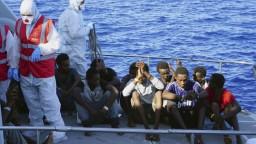 Podmienky sú neudržateľné, vylodenie povolili 27 migrantom