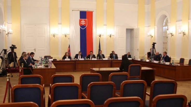Piata voľba sudcov sa blíži, záujem klesá. Kandidujú štyri osoby