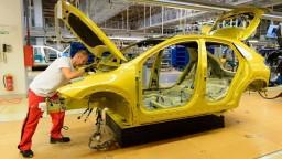 Nezamestnanosť sa napriek spomaleniu ekonomiky drží pod 5 %