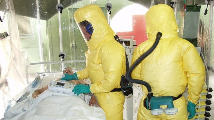 Testy nových liekov ukázali, že vírus Ebola je liečiteľný
