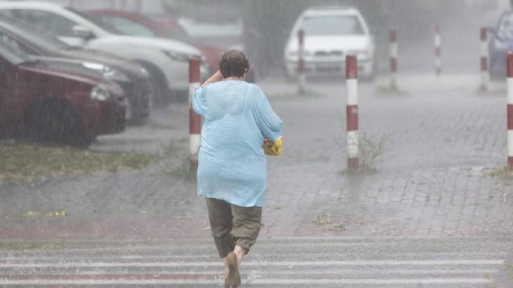 Čakajú nás búrky i vysoké teploty, vydali výstrahy pre tieto kraje