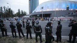 Predzápasový pochod ochromil dopravu, fanúšikovia vyšli do ulíc