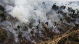 Macron označil požiare v Amazónii za krízu, chce ju riešiť