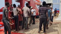 Ocean Viking hľadá prístav už dva týždne, Taliani ju ignorujú