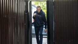 Opozičník Navaľný si odpykal mesačný trest, pustili ho z väzenia