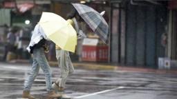 Taiwan má v noci zasiahnuť tajfún. Úrady evakuovali tisícky ľudí