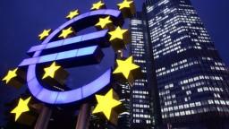 ECB zrejme pomôže ekonomike. Guvernéri bánk sú situáciou znepokojení