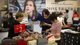 Čína ohlásila odvetné clá na americký tovar. Spor sa stupňuje