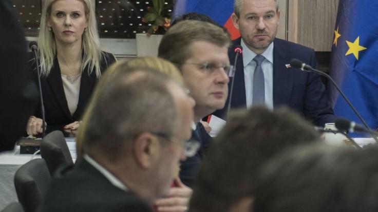 Premiér Pellegrini reagoval na podozrenia o štátnej tajomníčke