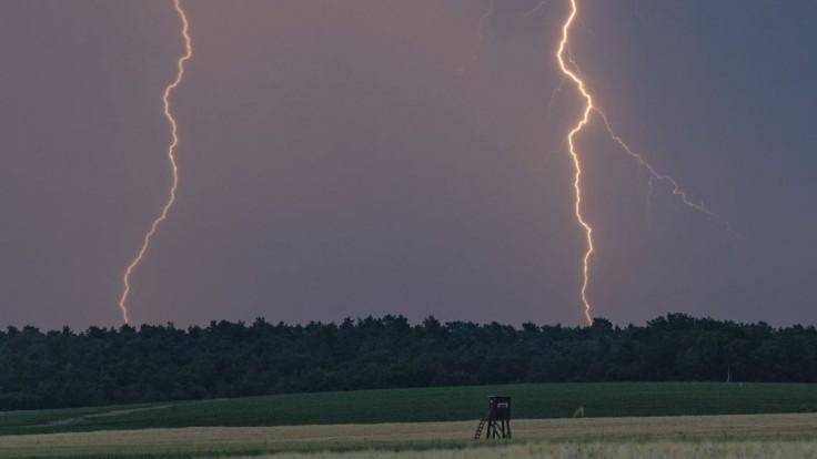 Vo viacerých okresoch očakávajte búrky, varujú meteorológovia