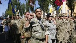 Prekvapenie od letušky i veteráni. Ukrajinci oslávili nezávislosť